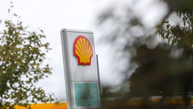 A Shell logo sits on a totem sign at a Royal Dutch Shell Plc petrol filling station in Cobham, U.K., on Wednesday, Sept. 30, 2020. Royal Dutch Shell Plc will cut as many as 9,000 jobs as Covid-19 accelerates a company-wide restructuring into low-carbon energy. Photographer: Chris Ratcliffe/Bloomberg